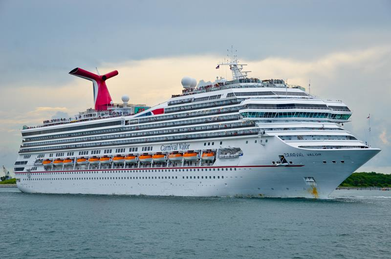23 Pictures of the Newly Renovated Carnival Valor-title